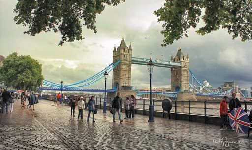 rainy_day_in_london_by_pajunen-d6mfmla-2013-09-16-07-49.jpg