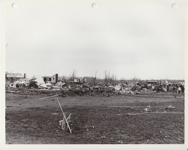 1976 Tornado photos collection - 99.tif