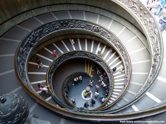 escalera-museo-vaticanos.JPG