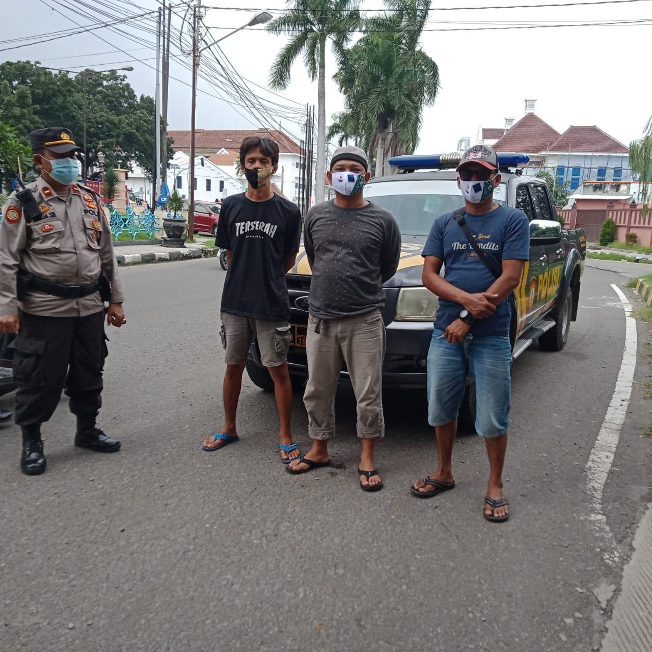 Personel Polres Cirebon Kota Polda Jabar Tingkatkan Ops Yustisi dengan Sambangi Warga