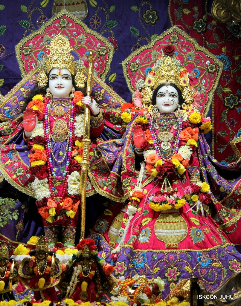 ISKCON Juhu Sringar Deity Darshan 20 Jan 2017 (20)