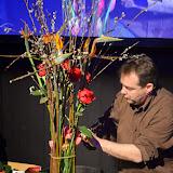 En aquest treball el florista francès va disposar strelitzies, roses i tulipes, de fora cap endins, respectivament, amb el toc final de les corbes d'unes cales al seu punt mitjà.