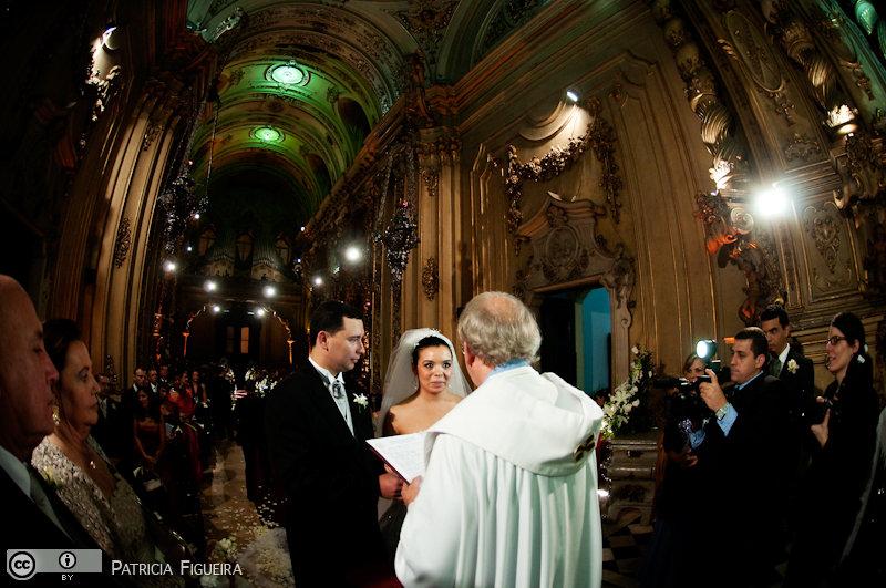 Foto de casamento 3108 de Fabiana e Johnny. Marcações: 17/07/2010, Casamento Fabiana e Johnny, Igreja, Igreja Nossa Senhora Monte do Carmo, Rio de Janeiro.