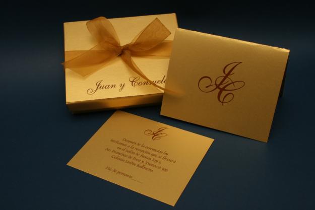 Invitación dorada para boda