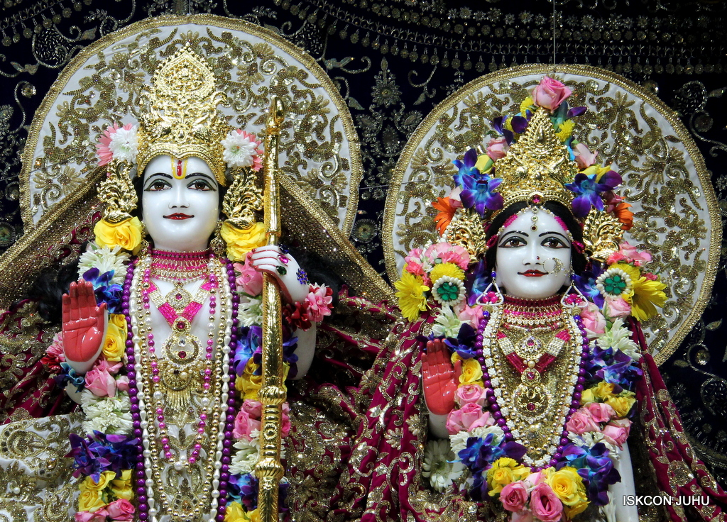 ISKCON Juhu Sringar Deity Darshan on 24th Oct 2016 (56)