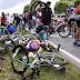 Após exibir cartaz e causar maior acidente do Tour de France, mulher é presa