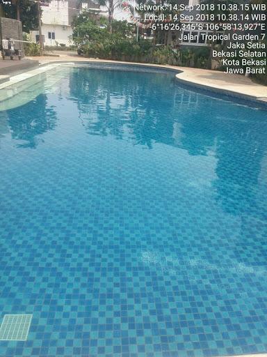 kolam renang bekasi