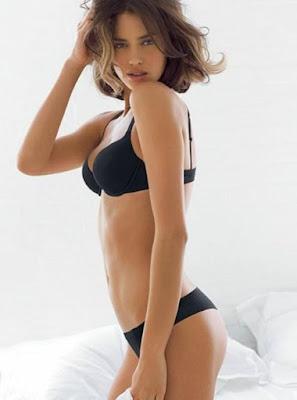 modelo sexy co ropa interior negra