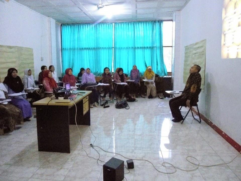 Salah satu kegiatan workshop NTN - Teknik stabilisasi emosi anak dan senam otak