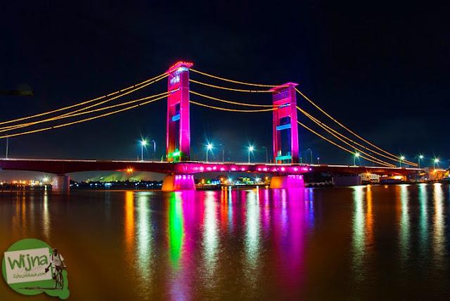 Jembatan Ampera dan refleksi Sungai Musi Palembang tahun 2015