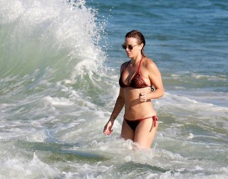 xchristine-fernandes-praia-,2814,29.png.pagespeed.ic.AuFQtebQz6