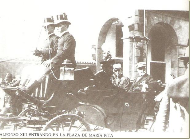 Alfonso XIII entrando en Mª Pita.