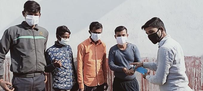 मास्क पहनने को नैतिक जिम्मेदारी बता जागरूक कर रहे अरविंद