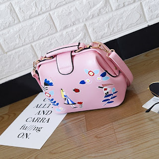 tas korea selempang kecil imut bagus dan lucu sangat sederhana namun akan sangat menarik  Tas Wanita Selempang Motif Bunga Cantik Supplier Tangan Pertama