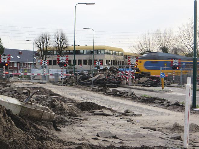 aanstormende trein bij werkzaamheden spoor Leijenseweg Bilthoven
