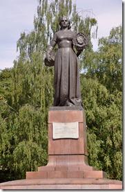 11 kaliningrad statue à la mere Parie