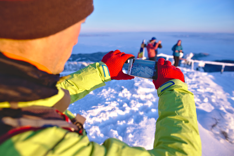 Alin si al sau telefon ce isi face treaba surpinzator de bine. Mai putin atunci cand moare subit din cauza frigului.