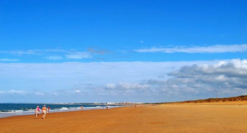 Playa de Los Enebrales, ideal para el baño y pasear