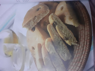 Olive bread with ingredients and preparation method :