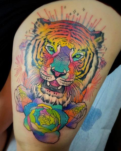 este_colorido_tatuagem_de_tigre
