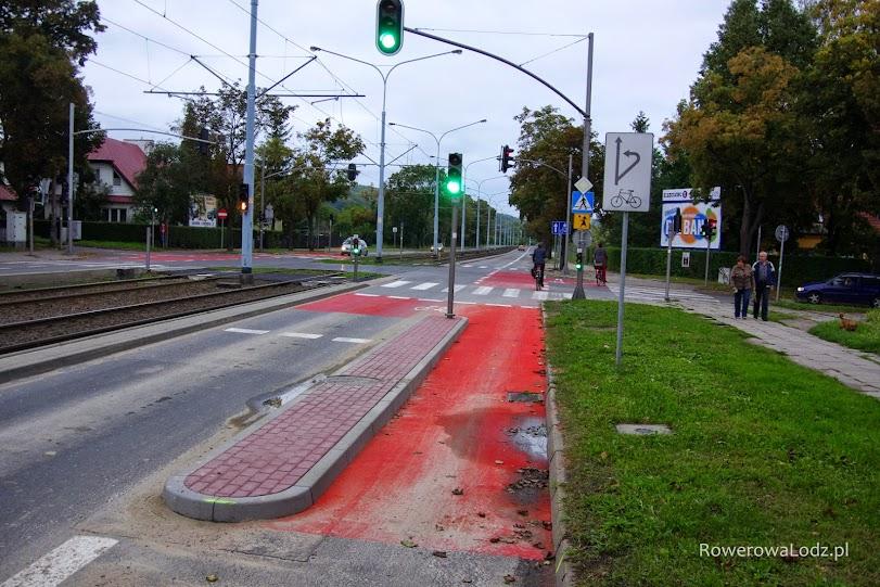 Ciekawe zastosowanie śluz rowerowych. Sygnalizacja świetlna wypuszcza najpierw rowerzystów, a potem inne pojazdy.