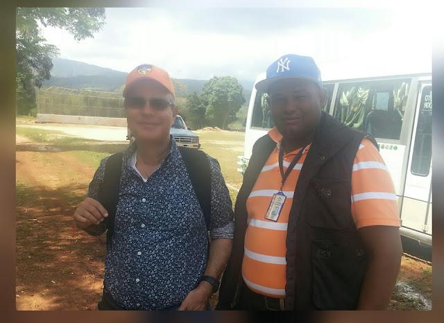 La imagen del dia ~ El Guazarero junto al Luis José Chávez Presidente de la Asociación Dominicana de Prensa Turística  (ADOMPRETUR)