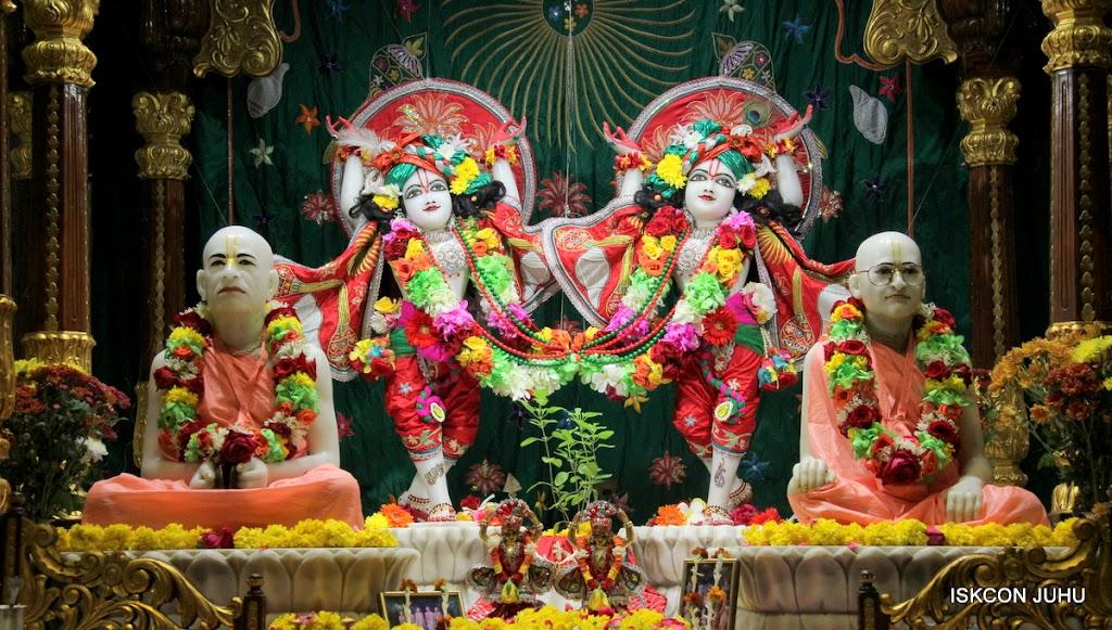 ISKCON Juhu Sringar Deity Darshan on 28th Aug 2016 (53)