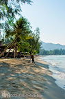 Klong Prao Resort cleaning its beach