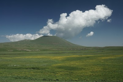 Der erloschene, 2829 m hohe Vulkan Armaghan