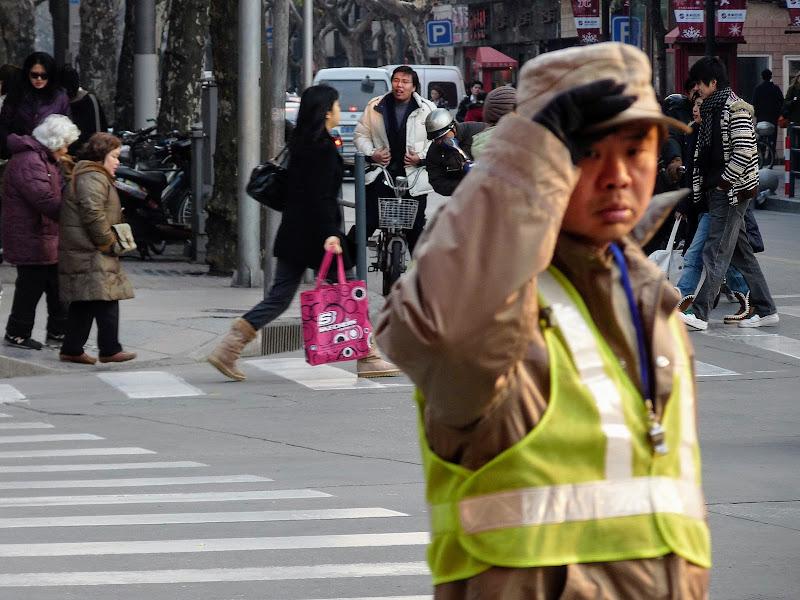 Shanghai,dans l'ex concession Française.Agent de circulation...
