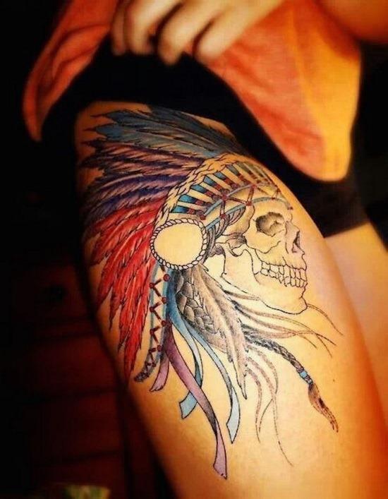 crnio_com_cocar_coxa_tatuagem