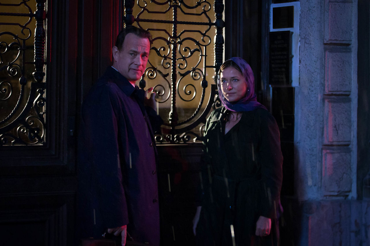 Tom Hanks and Sidse Babett Knudsen in INFERNO. (Photo by Jonathan Prime / courtesy of Columbia PIctures).