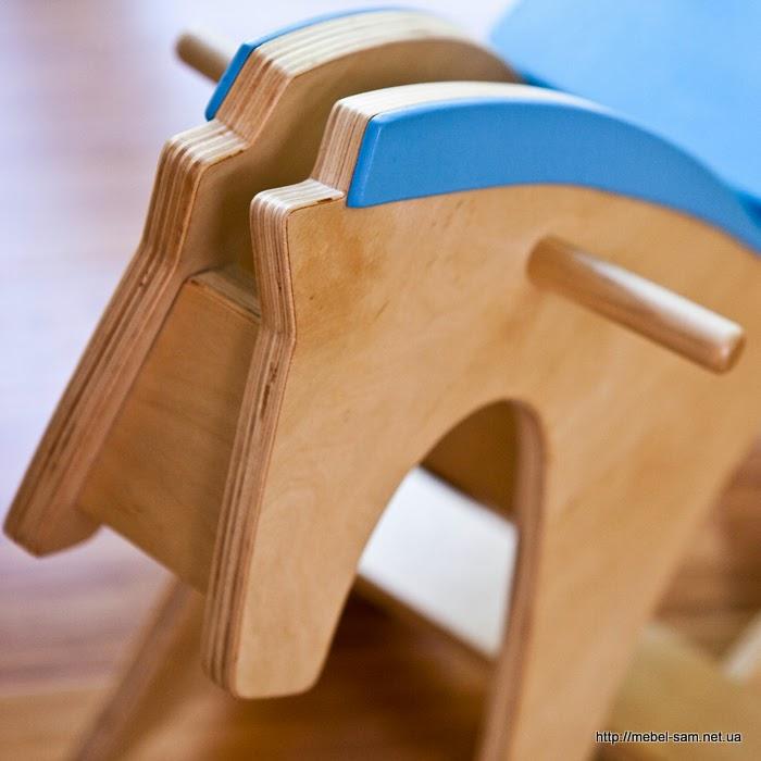 Голова лошадки качалки крупным планом
