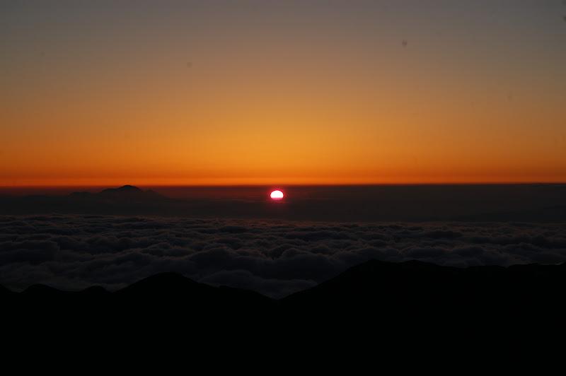 雲海の中から日の出