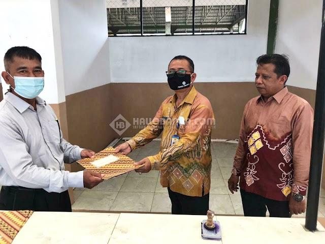 Polda Kalsel Berikan Fasilitas Tempat Cuci Tangan dan Bagi Masker di Pasar Pondok Mangga Banjarbaru