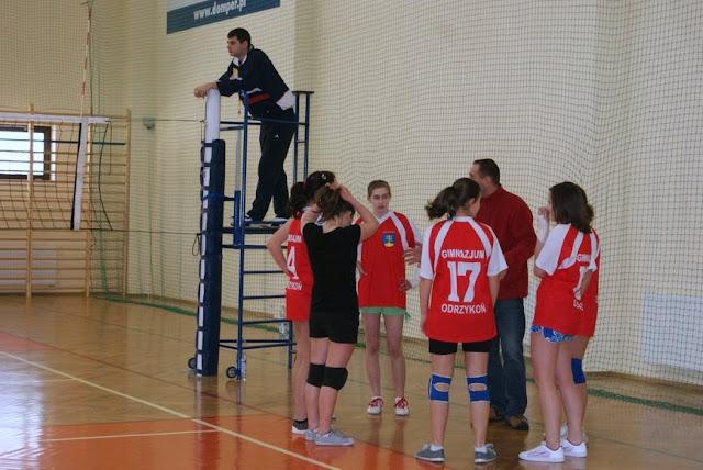Zawody siatkarskie dziewczat 1 marca 2011 - DSC09377_1.JPG