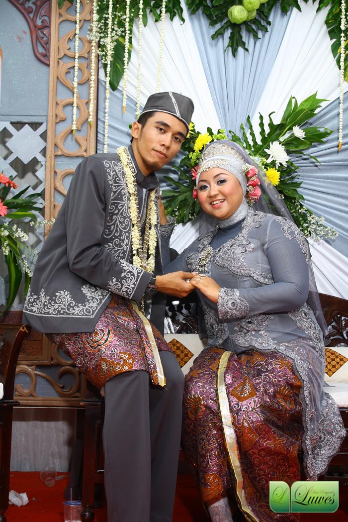 Foto pengantin dengan menggunakan konsep muslim hijab nasional