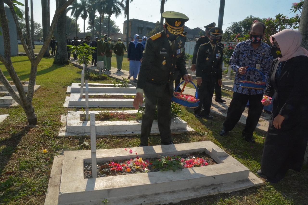HUT TNI ke 75, Danrem 061/SK Pimpin Upacara Ziarah Nasional di TMP Dreded