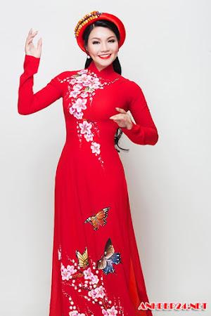 NSƯT Ngọc Huyền gợi ý áo dài che dấu vết thời gian cho mẹ