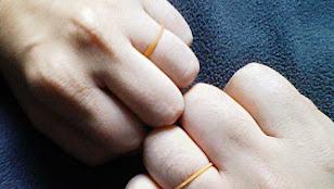 輪ゴムの指輪