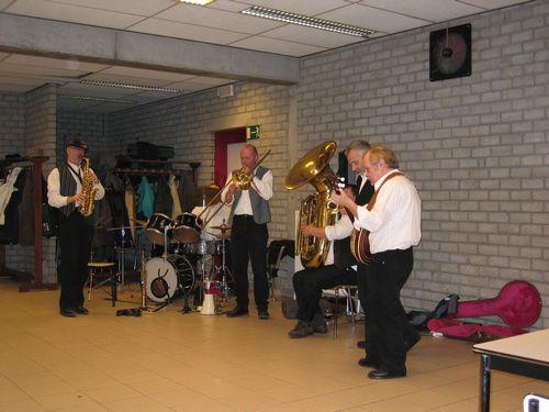 De New-Orleans Jazz Band is ondertussen ook opgewarmd en ze geven van katoen.