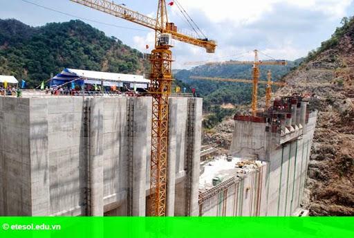 Hình 1: Tích nước hồ chứa thủy điện Xekaman 1 do Việt Nam đầu tư tại Lào