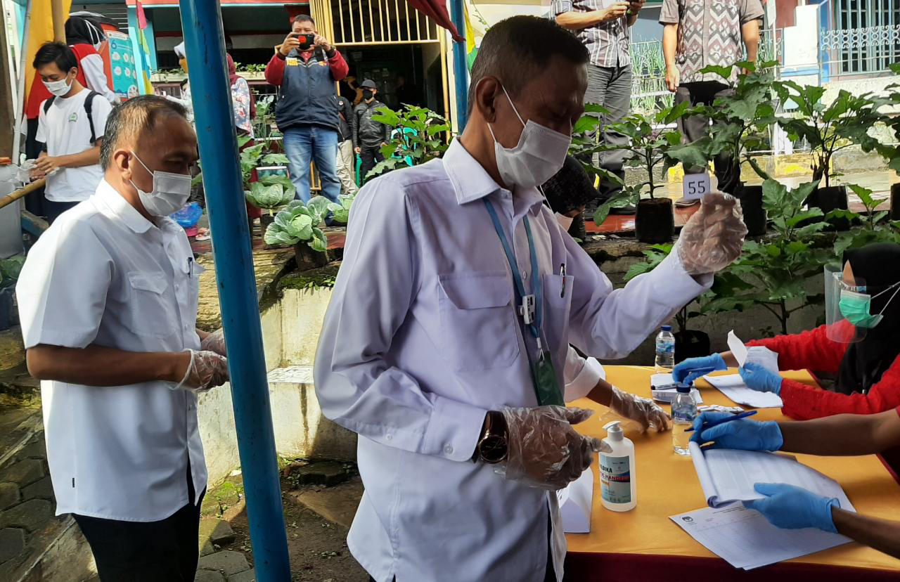 Calon Wakil Bupati Cianjur TB Mulyana Syahrudin,Sudah Mencoblos Di TPS 10 Desa Cipendawa
