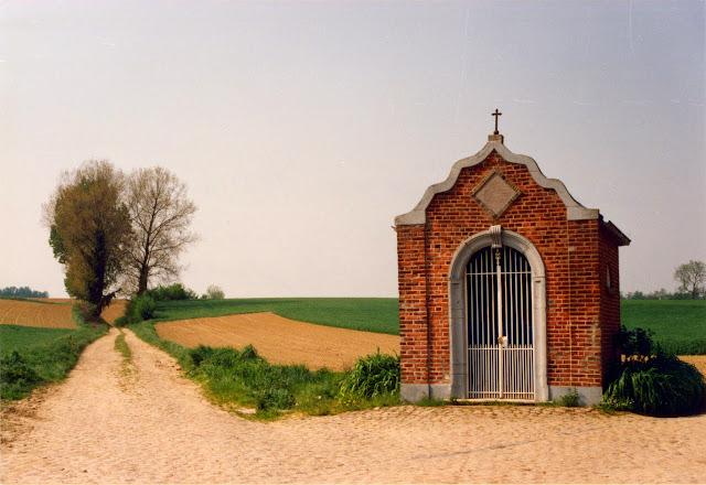Figuur 24: De Lourdeskapel van 1877 in Hoksem.