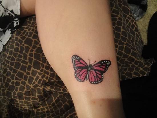 pontilhada_tatuagem_de_borboleta_no_p