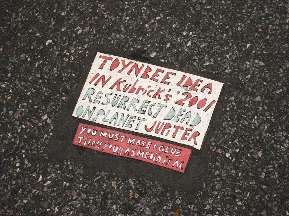 toynbee-tiles-11