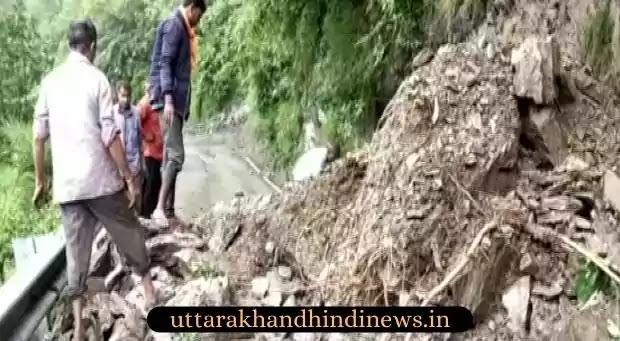 Uttarakhand News: बद्रीनाथ हाईवे पर भूस्खलन का मलबा बंद, सिरोबगड़ में दर्जनों वाहन क्षतिग्रस्त