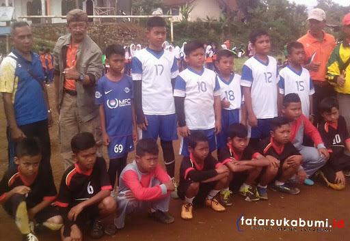 Keseruan Sepak Bola Mini Tingkat Sekolah Dasar