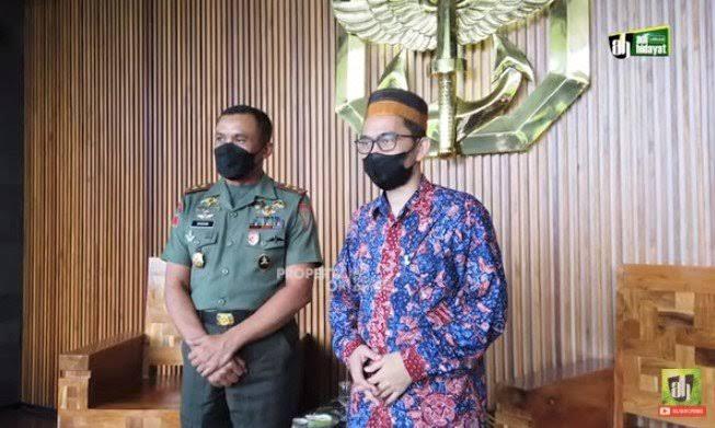 UAH Temui Danjen Kopassus, Singgung Soal Mujahid: Rahim TNI Sama dengan Rahim Ulama