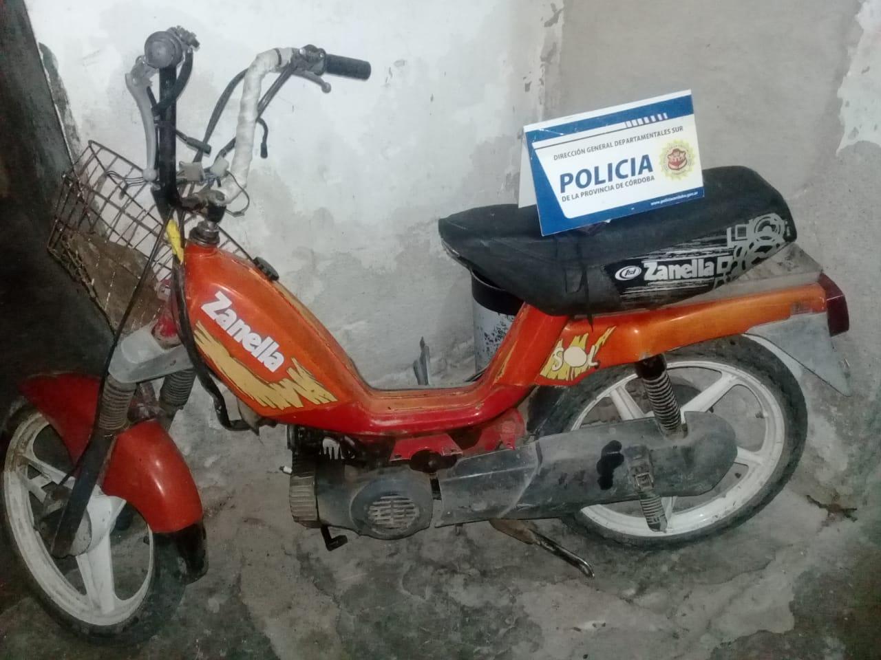 Motocicleta Zanella del detenido en Laborde